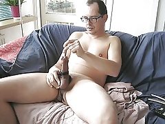 Steeltoe tremble masturbating
